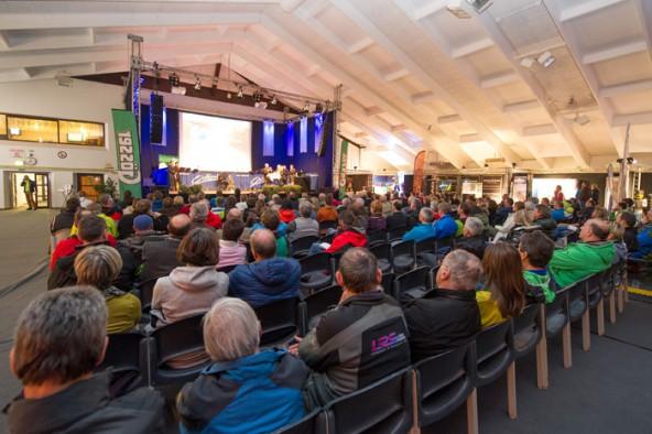 Rund 350 Besucher kamen zum Auftalt des 1. Austria Skitourenfestivals in die Lienzer Dolomitenhalle. Fotos: Expa/Michael Gruber