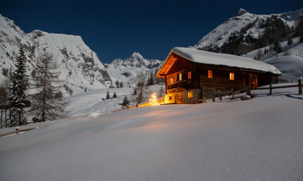 Dieses wunderschöne Weihnachtsbild mit dem Großglockner im Hintergrund stammt hans Groder/Expa Pictures.