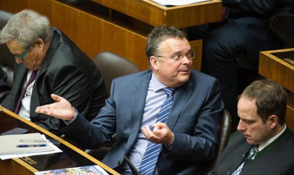 Er hat 25 Fragen an Innenministerin Mikl-Leitner: Gerald Hauser, FP-Abgeordneter und Bürgermeister von St. Jakob. Foto: Expa/Gruber