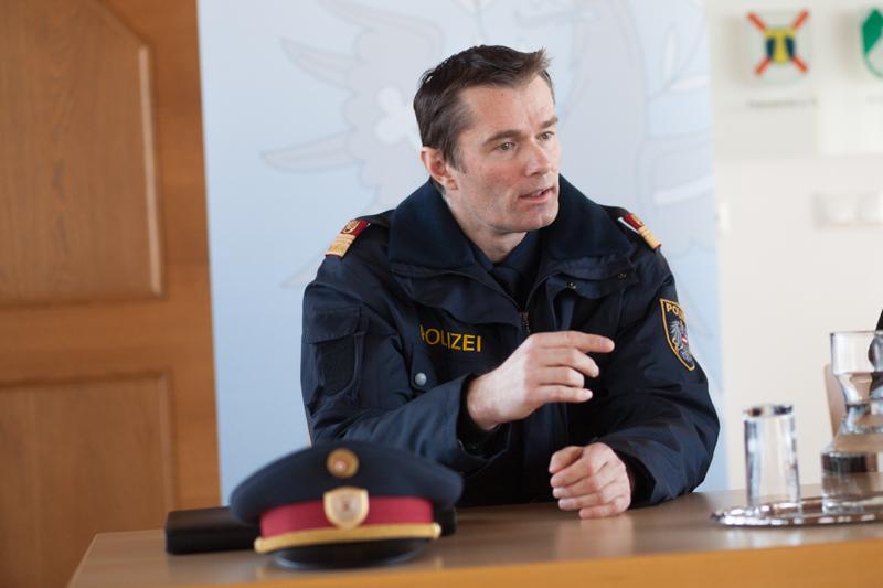 Bezirkspolizeikommandant Silvester Wolsegger ist bemüht, im Zuge der Dienststellenzusammenführung mit Dölsach die Wünsche der betroffenen Polizisten zu berücksichtigen. Foto: Egger