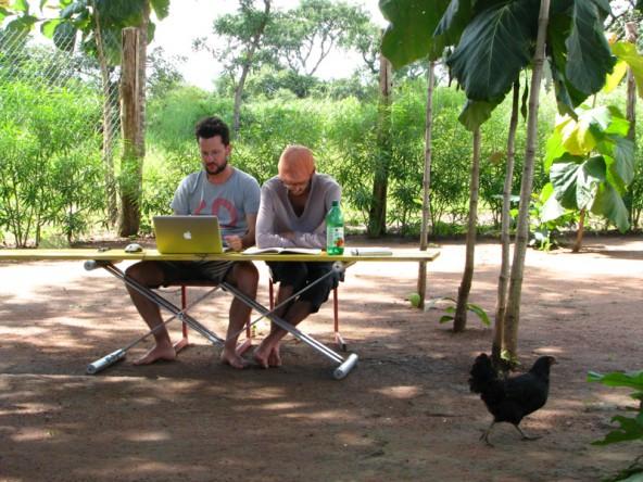 Bald wollen die jungen Architekturstudenten Christoph Lachberger und David Kraler im Südsudan arbeiten. Foto: David Kraler