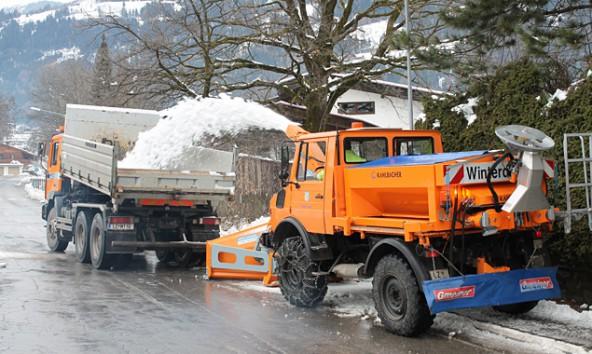 6000 bis 8000 Kubikmeter Schnee werden derzeit in Lienz pro Tag verräumt. Foto: Stadt Lienz