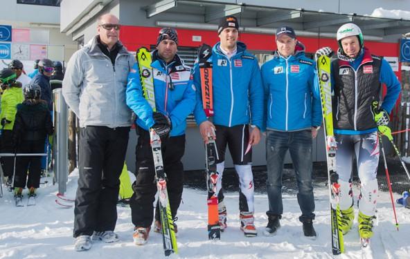 Bergbahnenchef Klaus Hofstätter (ganz links) freut sich über die Pistenprominenz. V.l.: Slalomtrainer Marco Pfeifer, Mario Matt, Reinfried Herbst, Manfred Pranger.