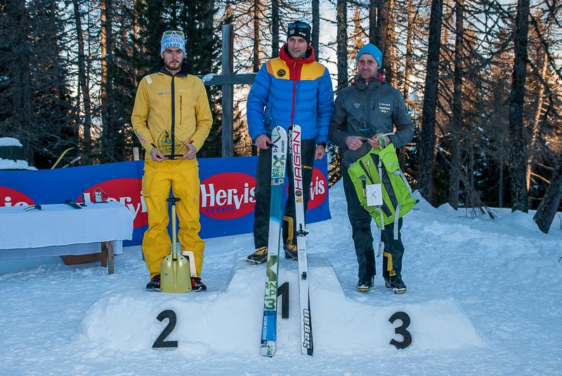 Das Siegerpodest der Herrenwertung, v.l. Daniel Aschbacher, Roberto De Simone und Paul Innerhofer. Foto: Brunner Images