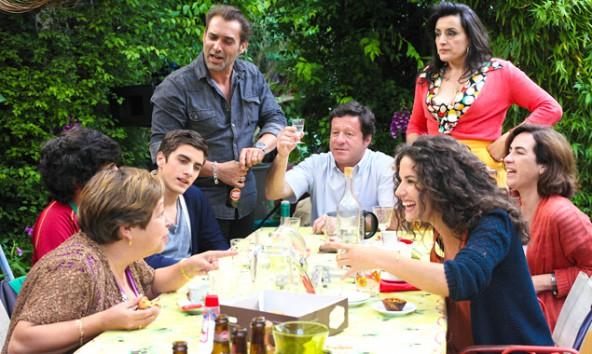 Was macht eine in Paris lebende portugiesische Familie, wenn ihr eine unverhoffte Erbschaft plötzlich die Rückkehr in die alte Heimat ermöglicht? Wenn sie das nur selber wüsste! (Foto: Polyfilm)