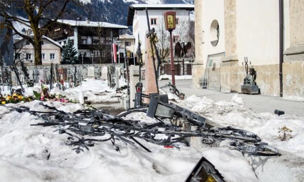 """""""Es sieht aus wie auf einem Schlachtfeld"""", berichtet Pfarrer, allerdings könne man die Höhe des Schadens noch nicht beziffern. Foto: Brunner Images"""