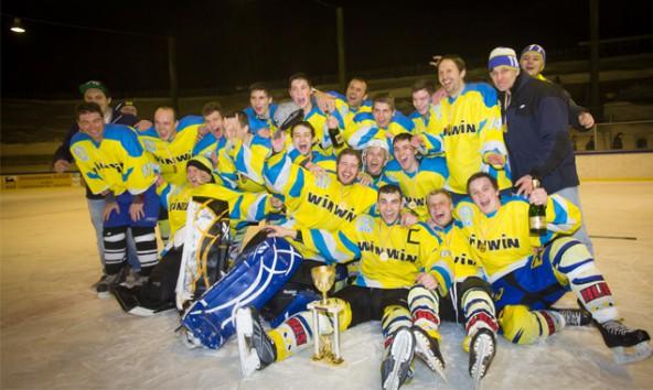 Bereits zum zweiten Mal hintereinander bejubelte das Farmteam aus Huben den Meistertitel in der Kärntner Liga Division 2. Foto: Brunner Images