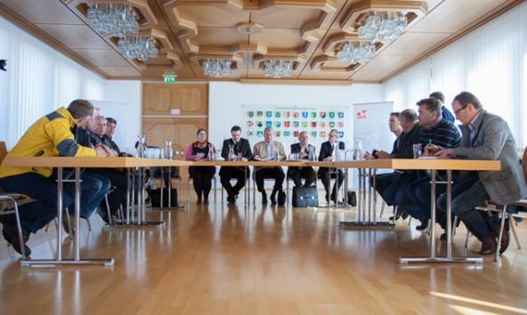 Landeshauptmann Günther Platter bezeichnete die Lage Osttirols zum Jahreswechsel als dramatisch und kündigte die Verlegung störungsanfälliger Stromleitungen unter die Erde an. Foto: Michael B. Egger