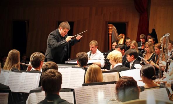 Bei ihrem ersten Auftritt im Stadtsaal präsentieren die Musiker der Bläserphilharmonie Osttirol unter anderem Werke von Gustav Holst, Modest Mussorgsky und Sergej Prokofieff. Fotos: Stadtkultur Lienz