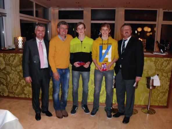 Gruppe B v.l.: Peter Wibmer, Herbert Berger, Gewinner Bernhard und Roman Idl, Hermann Unterdünhofen
