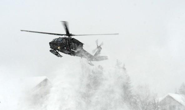 """Der """"Black Hawk"""" beim Landeanflug auf die Haspingerkaserne. Foto: Thaddäus Weiler"""