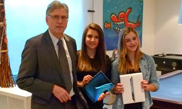 """Ein Sponsoring der Lienzer Sparkasse sicherte dem Jugendtreff """"Z4"""" in Nußdorf-Debant vier iPads für die Jugendlichen und ihre Betreuer. Foto: Z4"""