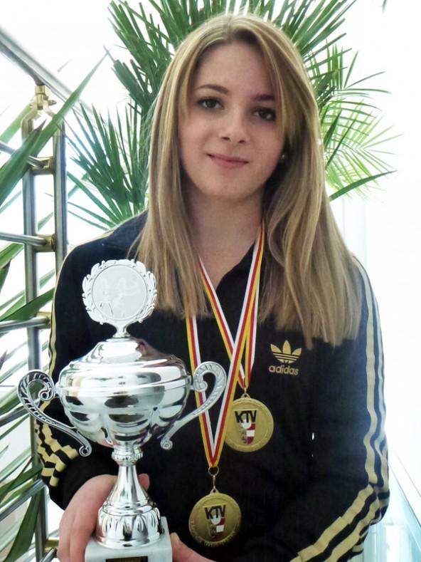 Mit dem Sieg bei den U 16-Mädchen ist Melanie Fiechtner nun dreifache Landesmeisterin in Einzel. Foto: Kornelia Fiechtner