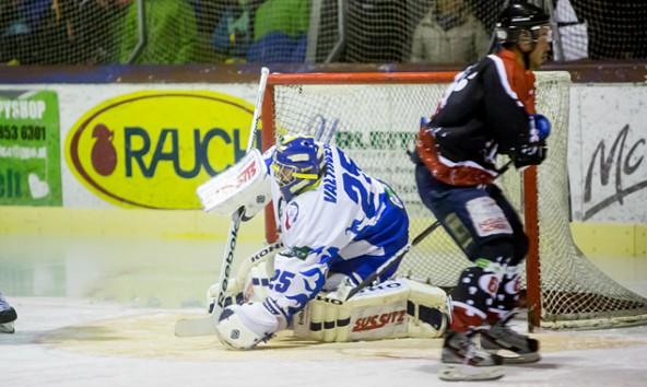 Bei Huben-Keeper Valtiner war auch in diesem Spiel für die Gegner oft Endstation. Fotos: Brunner Images