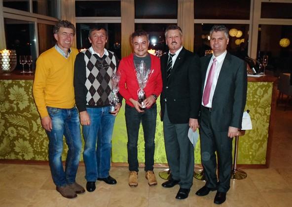 Gruppe A v.l.: Herbert Berger, Gewinner Rudi Kürbisch und Manfred Bernsteiner, Hermann Unterdünhofen, Peter Wibmer.