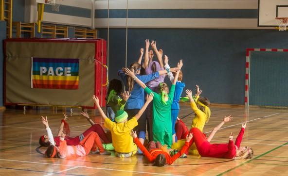 Die Regenbogenfahne war ein wichtiger Teil der Aufführung. Fotos: Brunner Images