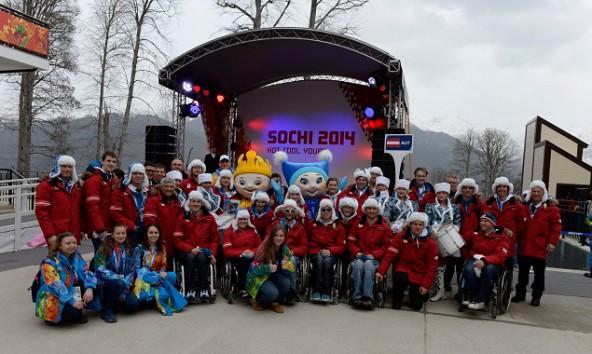 Österreichs Paralympics-Team im Paralympischen Dorf auf 1320 m Seehöhe. Foto: Franz Baldauf