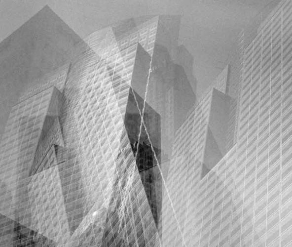 """Neben Raummodellen zeigt die Ausstellung """"Drehmoment"""" eine Fotoserie, in der eine Stadtskyline aus Wachs dahinschmilzt, sowie eine Reihe von analogen Architekturcollagen."""