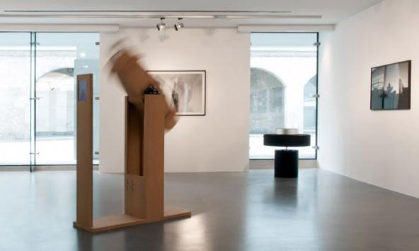 Anhand von Fotografien und beweglichen Raummodellen setzt sich Künstler Bernd Oppl mit Fragen der räumlichen Wahrnehmung auseinander. Fotos: RLB Atelier