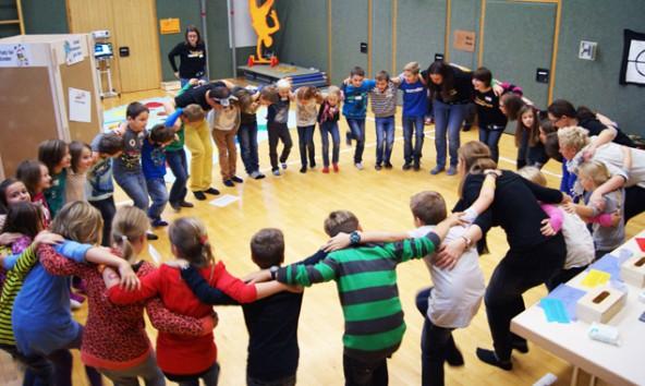 Gemeinsam mit Kindern und Jugendlichen wollen die Katholische Jungschar und Jugend am Bau der Kirche der Zukunft arbeiten. Foto: KJ