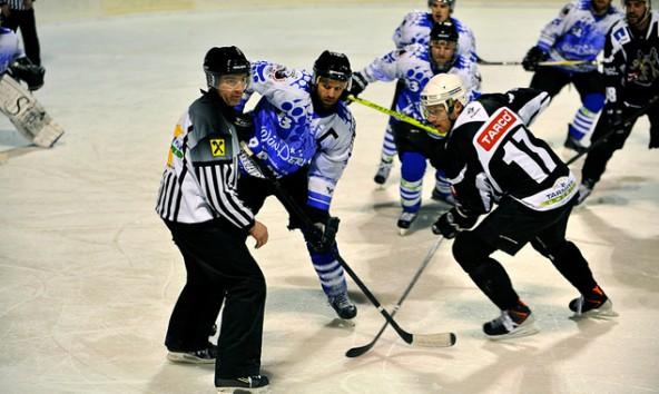 Beim Finale in der Division 1 in der Toblacher Eisarena bezwangen die Icebears Toblach die Tarco Wölfe Klagenfurt mit 3:1. Foto: Anton Oberhammer