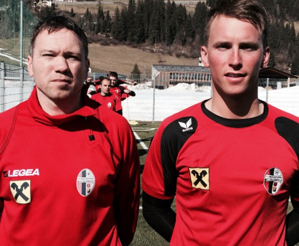 Auch Winter-Neuzugang Alexander Böhm – hier mit Sillian Spielertrainer Ibel Alempic – konnte die Niederlage gegen seinen Ex-Verein nicht verhindern. Foto: Strohmayer