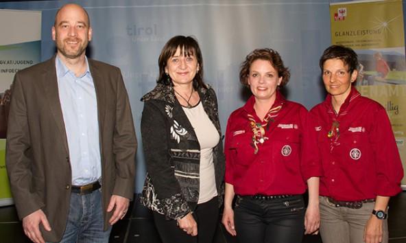 """Für ihre """"Glanzleistungen"""" ausgezeichnet wurden v.l.: Stephan Peuckert, LRin Beate Palfrader, Inge Egger und Barbara Oberhammer. Foto: Land Tirol/Langhofer"""