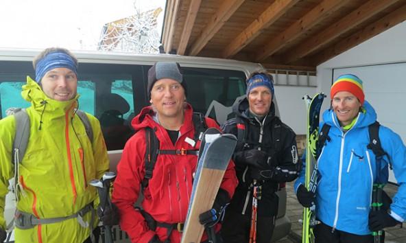 """""""Eine Reise mit Freunden zum Dach der Welt"""" – von links: Andreas Unterkreuter, Andy Holzer, Wolfgang Klocker und Daniel Kopp. Foto: andyholzer.com"""