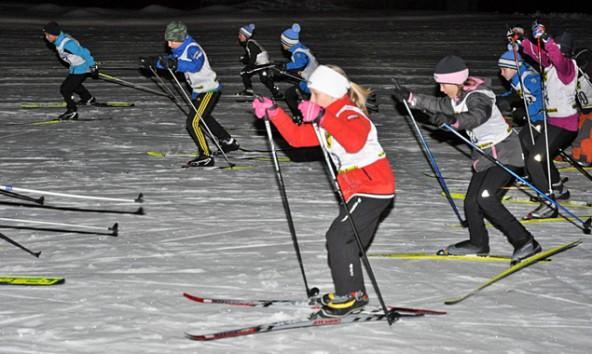 Die Volksschüler aus St. Veit und Feld kämpften um den Meistertitel beim nächtlichen Langlaufwettbewerb am Freitag, 28. Februar. Foto: Sportunion Raiffeisen