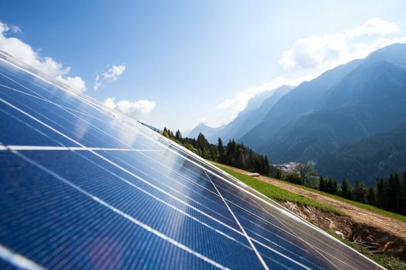 Die Photovoltaik-Anlage des Elektrowerkes Assling EwA. Foto: Michael B. Egger