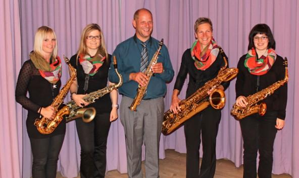 """Das Saxophonquintett """"AbsolutSax"""" (v.l.): Julia Steiner, Julia Veider, Michael Mattersberger, Cäcilia Payr, Katrin Troger. Fotos: Hildegard Huter"""