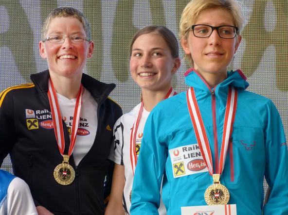 Irmgard Huber, Theresa Moser und Susanne Mair (von links) sind Staatsmeisterinnen im Crosslauf-Teambewerb der Frauen. Foto: Singer