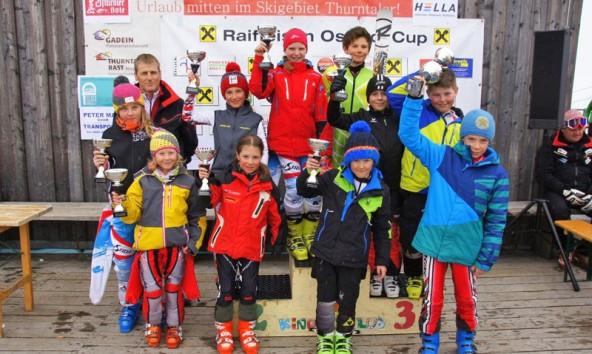 Die Klassensieger des Kinder-Riesentorlauf am Thurnthaler mit Obmann Hanspeter Webhofer.