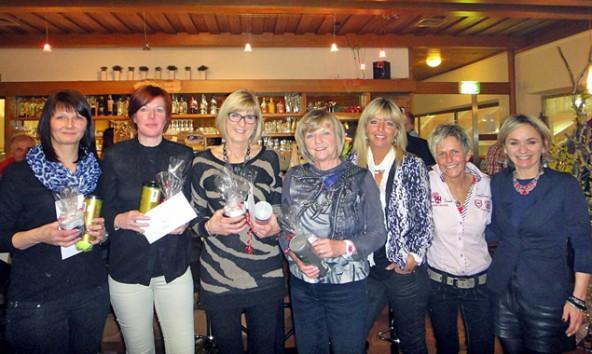 Die Siegerinnen (v.l.) Claudia Nussbaumer, Birgit Klocker, Karin Moser, Erika Schedl, Silvana Bergerweiss, Monika Müller mit Bürgermeisterin Elisabeth Blanik. Foto: Heidi Albel