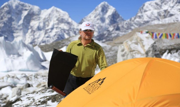 Derzeit befindet sich Andy Holzer im Basecamp auf 5.380 Höhenmetern. Fotos: andyholzer.com/everest