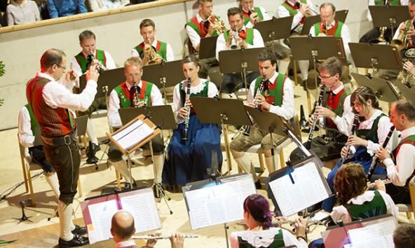 Erstmals dirigierte Jo Mair die Eisenbahner Stadtkapelle Lienz. Fotos: Brunner Images