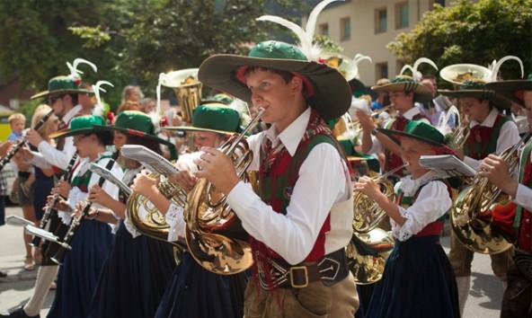 Mit ihren Frühjahrskonzerten erwachen die Musikkapellen Anras, Heinfels und Assling aus dem musikalischen Winterschlaf. Foto: Dolomitenstadt/Egger