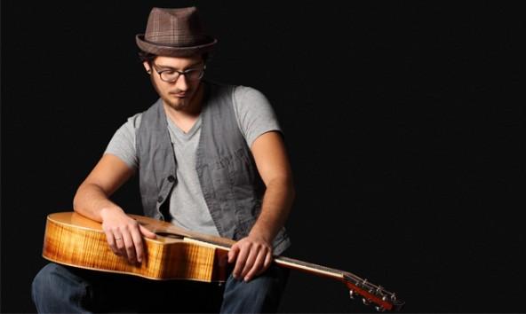 Der Songwriter verspricht ehrliche Musik und eine publikumsnahe Liveshow. Foto: Creativ-Center Lienz