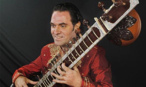 Alokesh Chandra tritt seit 1999 regelmäßig in Europa, Indien und im mittleren Osten auf.