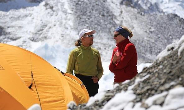 """Die Journalistin Juliane Möcklinghoff begleitet Andy Holzer auf seiner Tour zum Everest. Sie bloggte heute: """"Aus und vorbei"""". Foto: andyholzer.com"""