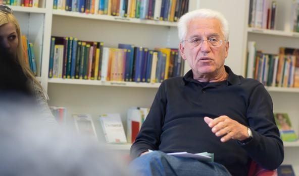"""Seit dem Umzug ist die Anzahl der aktiven LeserInnen um mehr als 75 Prozent gestiegen. Das freut auch den """"Biblios""""-Obmann Ernst Gattol."""