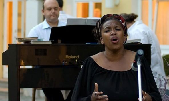 """Die große Stimme von Ann Rowe wird auch im Stadtsaal für """"Gänsehaut-Feeling"""" sorgen. Foto: Facebook/Ann Rowe"""