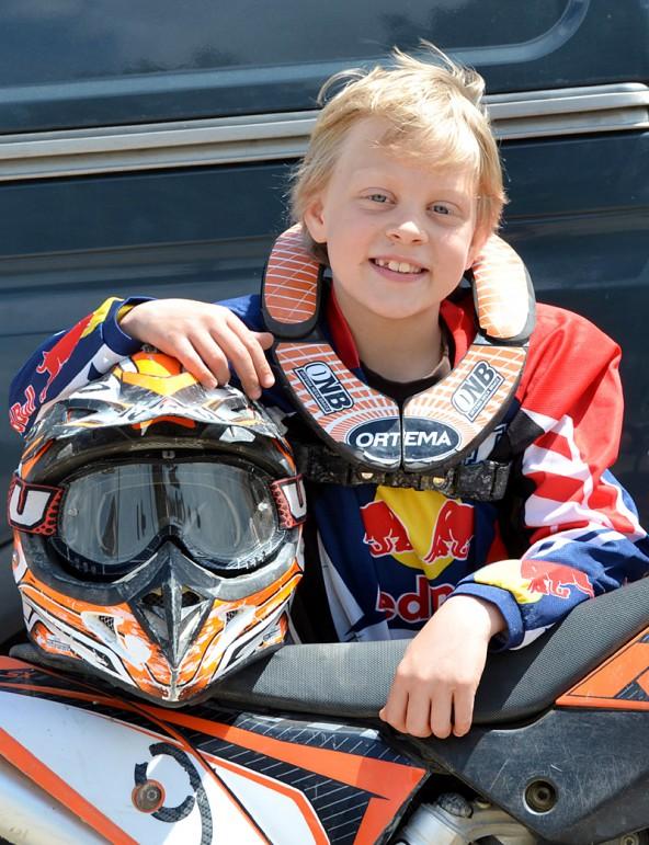 Der neunjährige Johannes Wibmer aus Kals und seine 65ccm-KTM.