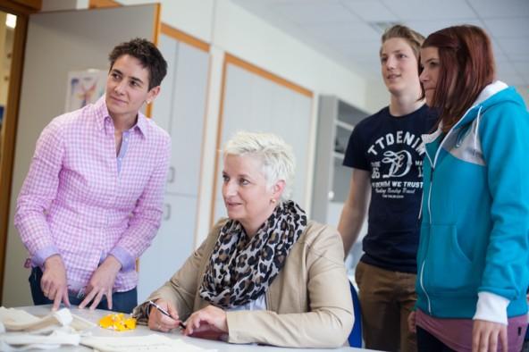 Doris Niedrist und Doris Batkowski mit den Jugendlichen Tobias und Bianca. Fotos: Dolomitenstadt/Egger