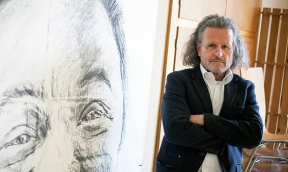 Er stammt aus Lienz, lebt in Graz und wird im Mai in der Dolomitenstadt teils monumentale künstlerische Spuren hinterlassen: Oskar Stocker.