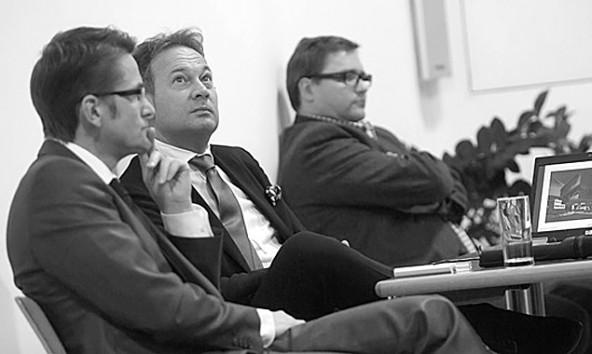 Hobag-Sprecher Günther Bachmann (Mitte), Projektpartner Bernhard Pöll (ICM) und im Hintergrund Stadtbaumeister Klaus Seirer.