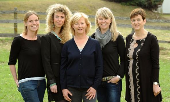 "Das Team von ""arbas"" Lienz v.l.: Angelika Mahl, Daria Egger, Gerda Willmann, Bettina Saiger, Gerlinde Kieberl. Foto: arbas"