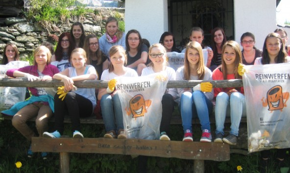 Auch die Neue Mittelschule half bei der Aktion mit. Fotos: Gemeinde Virgen