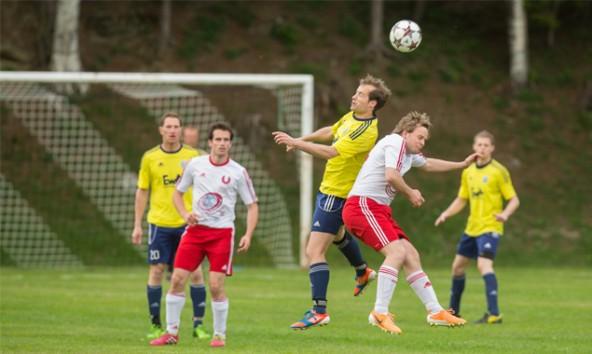 Die Kicker von Thal/Assling in den gelben Trikots siegten in Nikolsdorf mit 1:0. Foto: Brunner Images