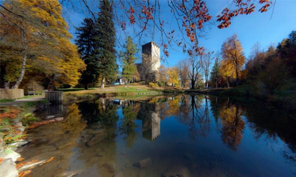 Der Park bei Schloss Bruck ist eines der 47 Osttiroler Naturdenkmäler – auch davon hat die Enzyklopädie noch keine Abbildung. Foto: Wolfgang C. Retter